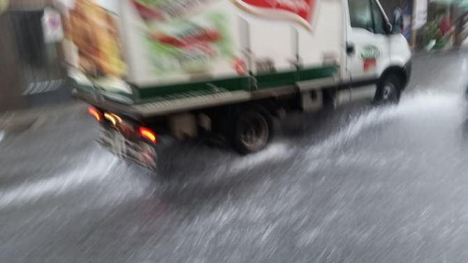 camion con pioggia