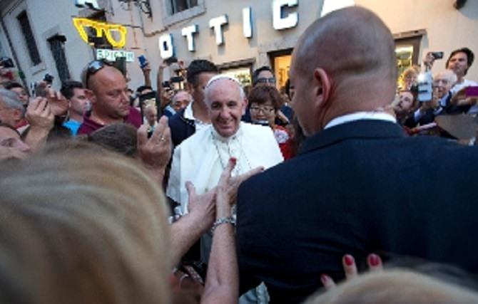 310x0_1441303631015_Vatican_Pope_rain