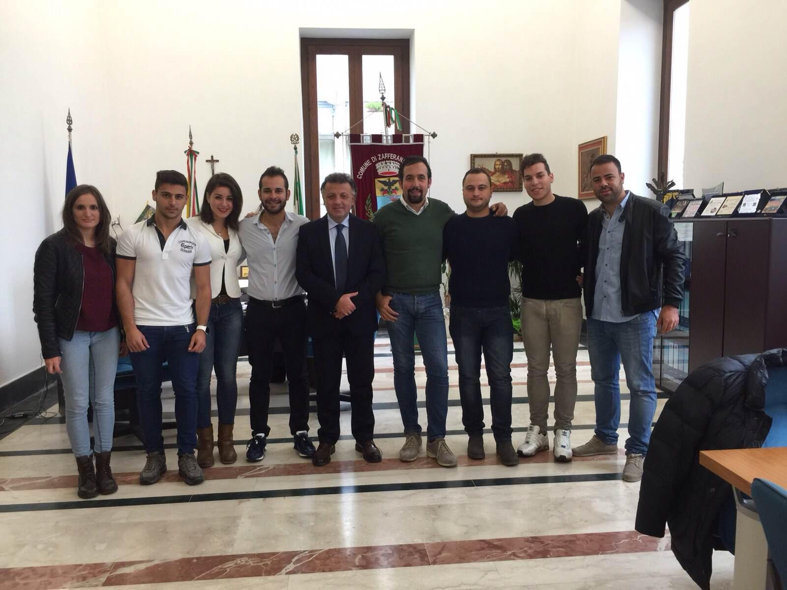 La Consulta Giovanile di Zafferana con il Sindaco Russo ed il vice Di prima