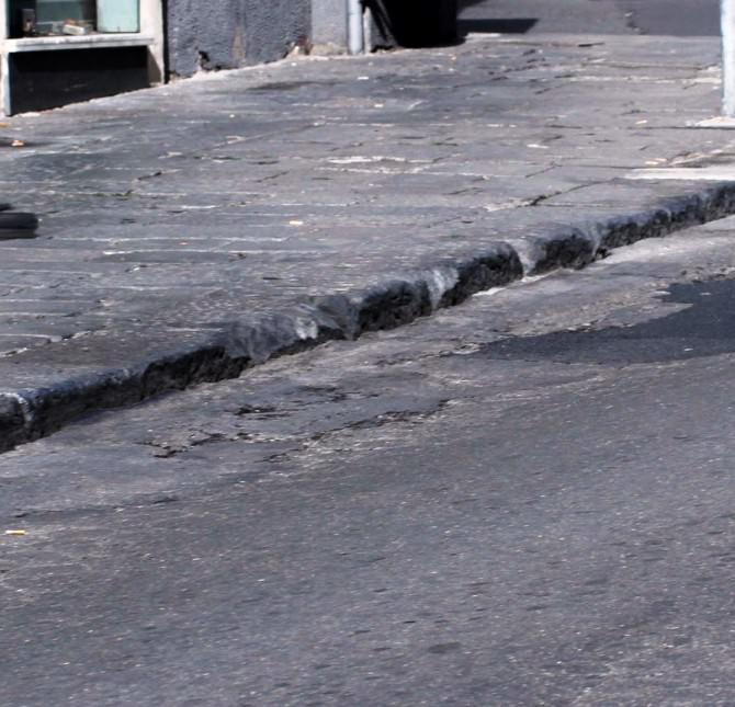 marciapiedi  con buche1