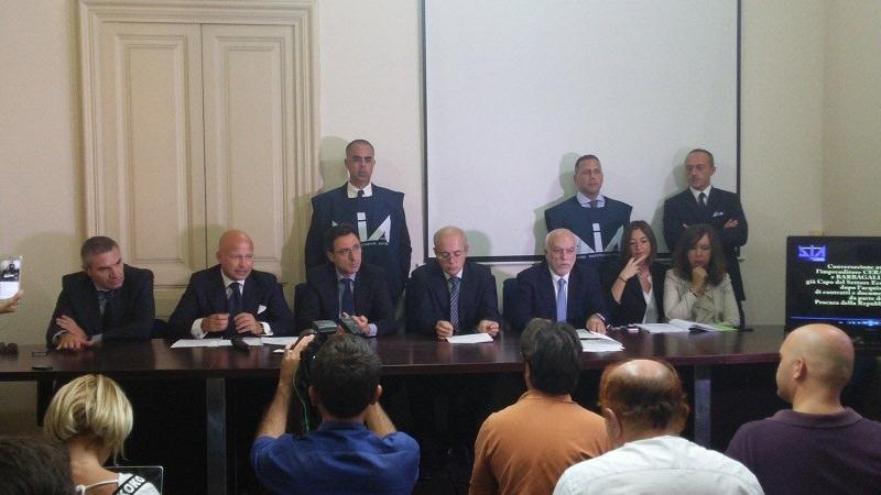 conferenza-stampa-arresti-aci-catena