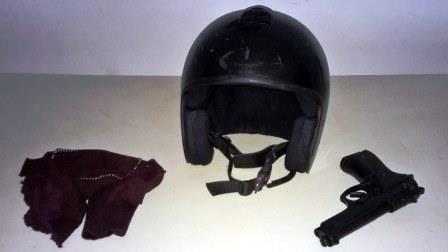 pistola-e-casco