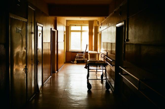 Ospedale corsia vuota