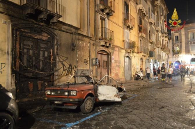 scoppio auto via Caff  (2)