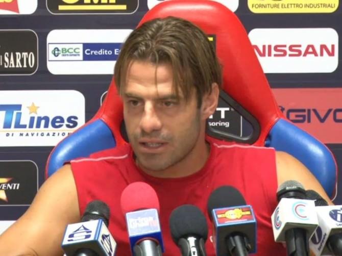 © foto newsicilia.it. L'attaccante del Catania Emanuele Calaiò in sala stampa.