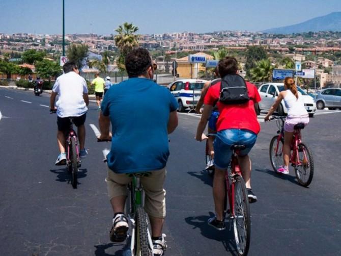 ciclisti lungomare
