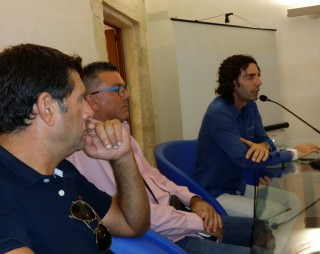 L'allenatore Benedetto Randes, il presidente Gaspare Randes, l' assessore allo Sport Stefano Papa