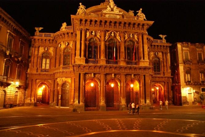 teatro bellini Catania notte