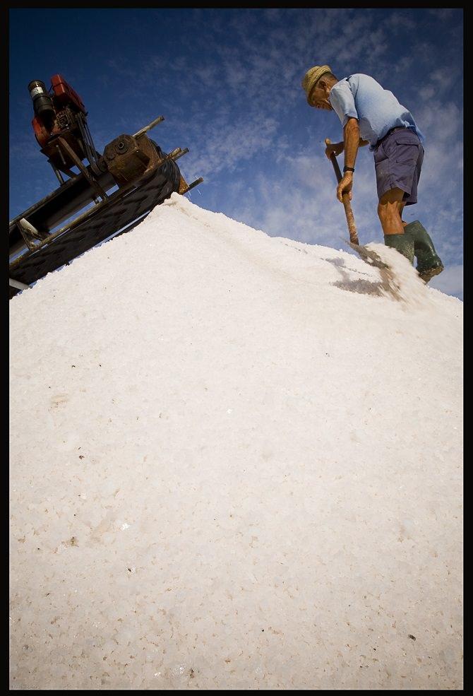 Gli uomini del sale (Foto di Fabio Savagnone)