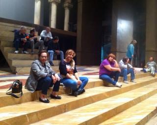 I precari occupano il palcoscenico del Teatro Msssimo Bellini