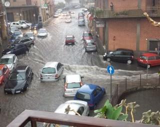 pioggia scrosciante