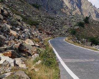 Strada rocciosa 1