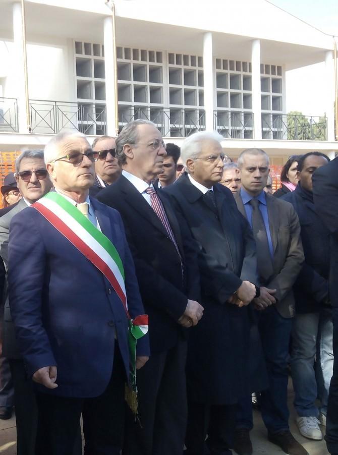 Sergio Mattarella al cimitero Castellammare 1 novembre 2014 (1)