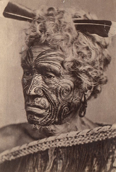 405px-Homme_maori_au_visage_tatoué