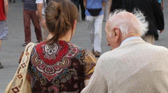 Badante con l'anziano