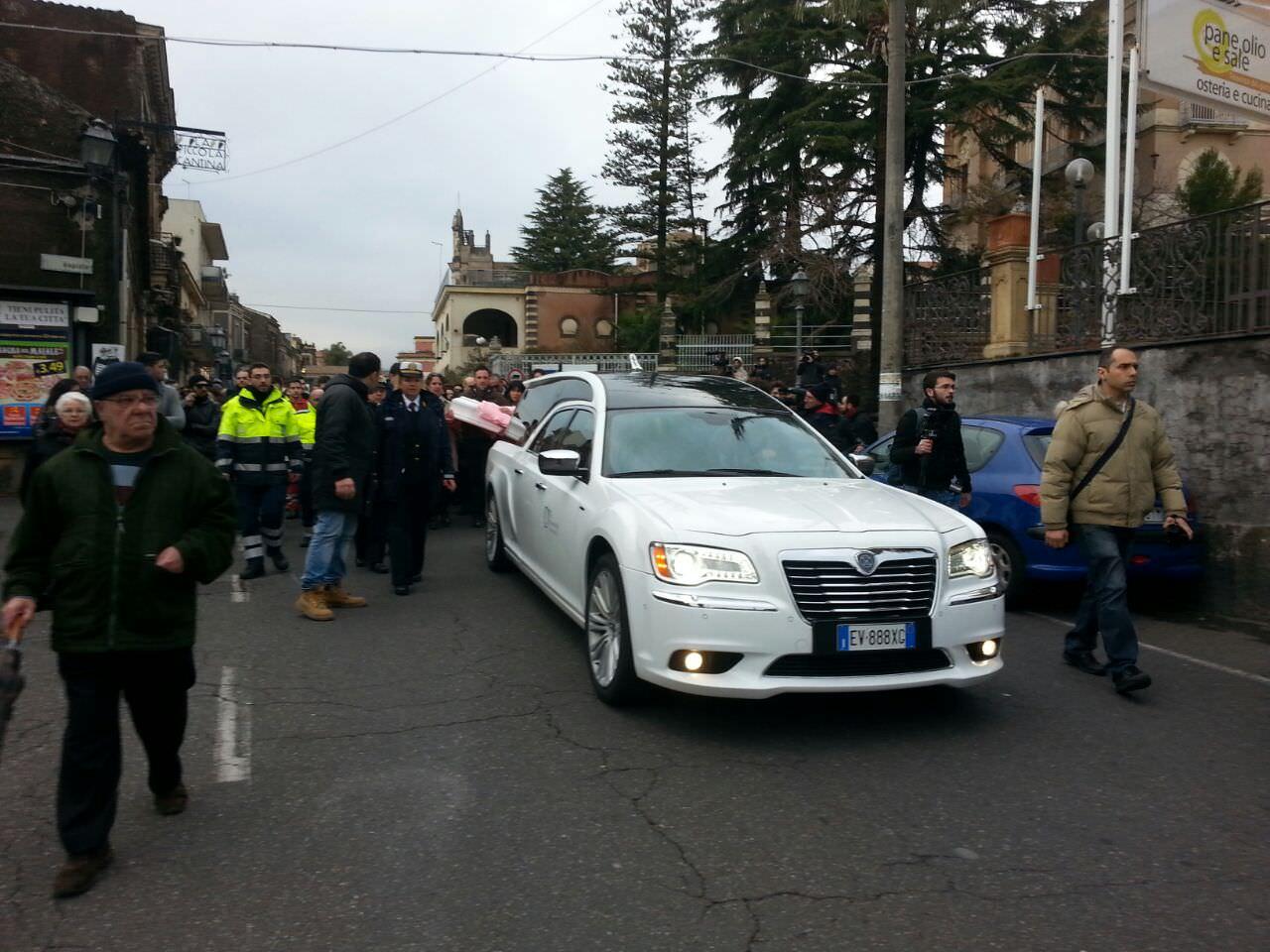 carro funebre Nicole Di Pietro