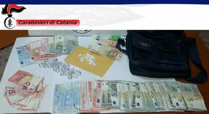 contanti_droghe_sequestrati_carabinieri