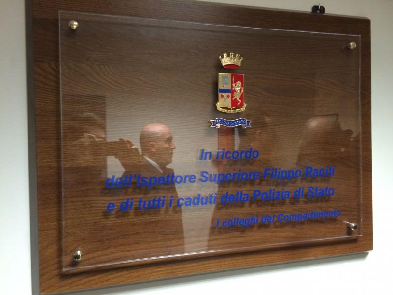 La targa che ricorda l'ispettore Filippo Raciti