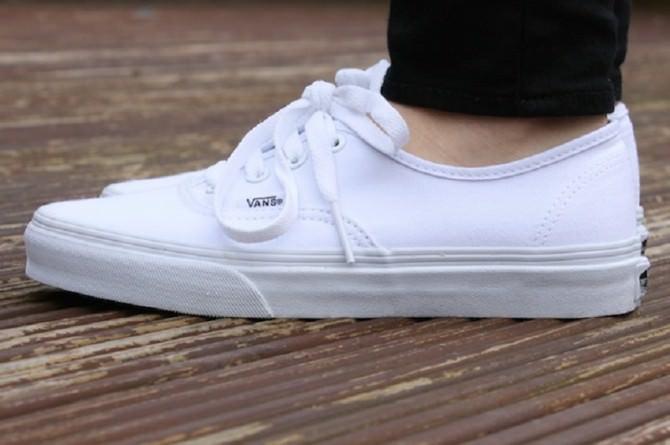 vans-authentic-true-white