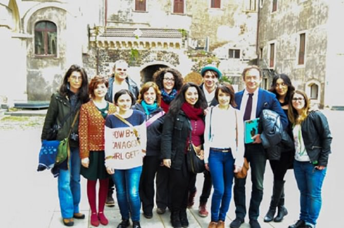 Alcuni dei fotografi partecipanti alla mostra con il professore Nicosia (ph Giulia Agrò)