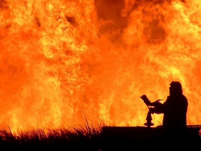 Grande incendio ad Enna, evacuazione di numerose abitazioni