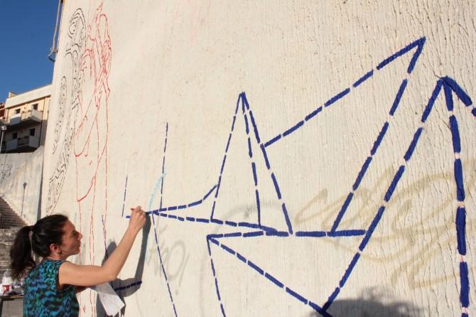 Nella foto l'artista Cocquelicot Mafille impegnata a Santa Ninfa (TP) durante il programma di residenza d'artista (Artist in Residence)