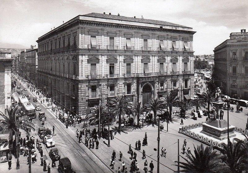 piazza Carlo Alberto e scorcio di via Etnea