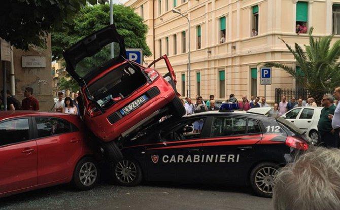 Messina, grave incidente: scontro tra un'utilitaria e una pattuglia di Carabinieri