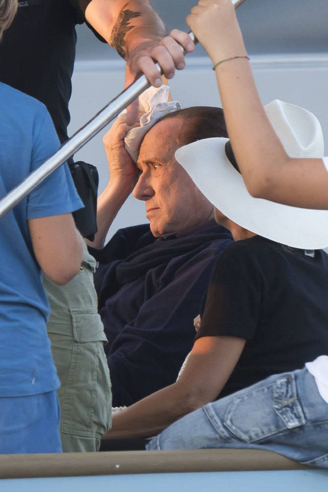 Berlusconi: incidente in barca a Saint Tropez