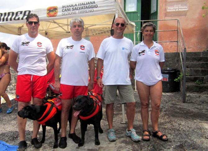 Nella foto da sinistra D'Antone, Privitera, Catalano e Loreti con i due cani