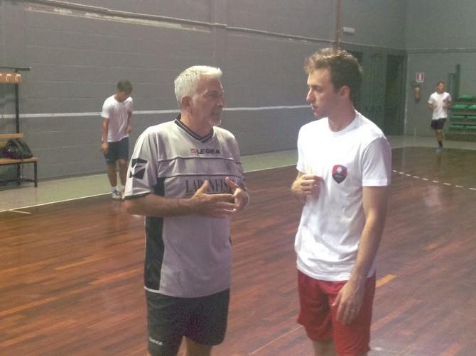nella foto coach Salvatore Ferrara con il pivot Dalcin