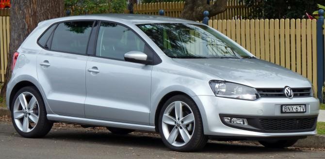 2010_Volkswagen_Polo_(6R)_77TSI_Comfortline_5-door_hatchback_01