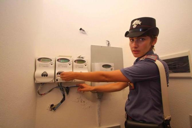 Allaccio elettrico abusivo carabinieri