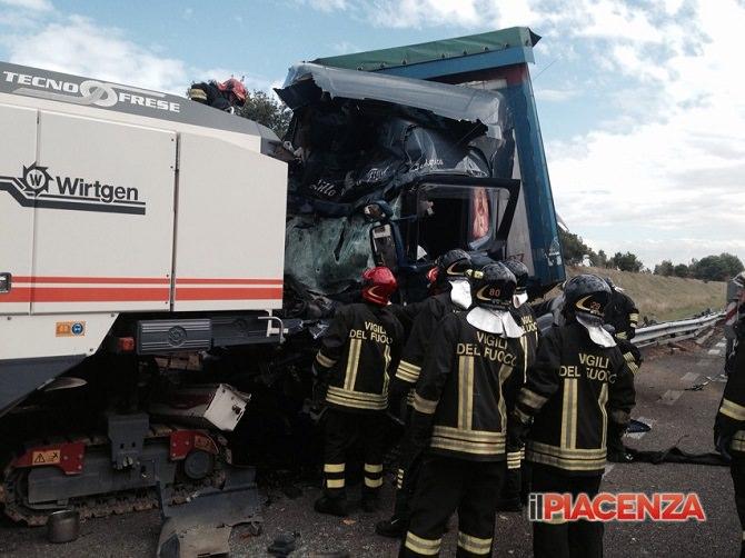 Tir contro mezzi di cantiere, camionista di Licata perde la vita: le immagini