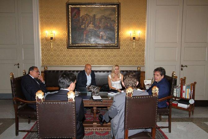 Stefania-Bianchi-e-lo-staff-con-il-Sindaco-Bianco
