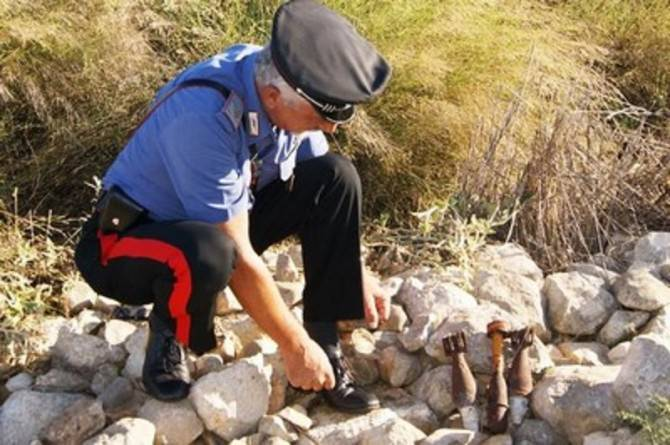 carabinieri ordigni bellici a Ragusa
