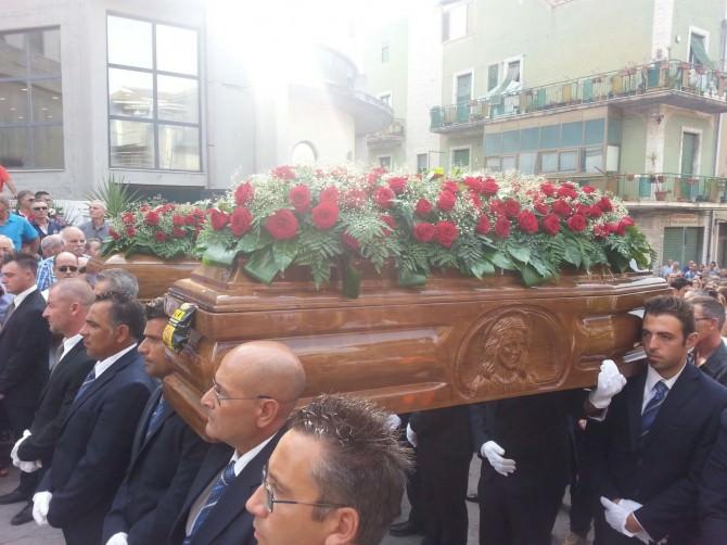 I funerali di Vincenzo Solano e Mercedes Ibanes