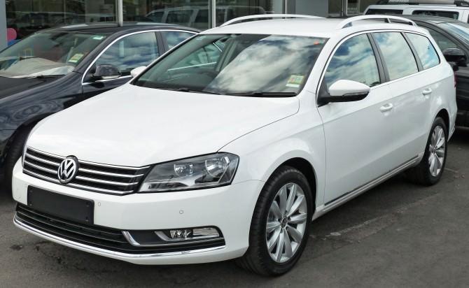 2011_Volkswagen_Passat_(3C)_118TSI_station_wagon_(2011-04-22)