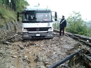 Carabiniere interviene sulla frana (1)