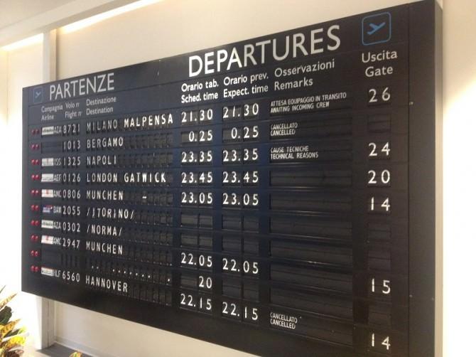 Voli aeroporto aereo partenze arrivi