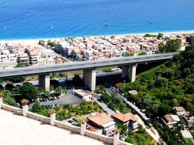 Letojanni_Messina_Sicilia_Italy_-_Creative_Commons_by_gnuckx_(3811653776)