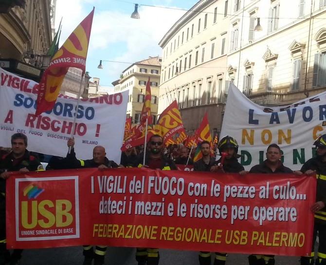 Manifestazione Unione Sindacale Base vigili Fuoco Palermo