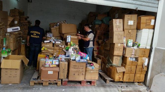 Sequestro articoli contraffatti