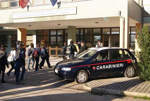 carabinieri_controlli_scuola comiso-acate
