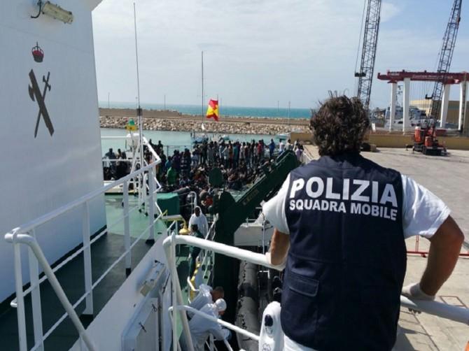 foto sbarco su nave spagnola