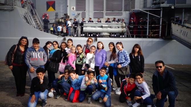 alunni istituto vespucci visitano nave maestrale
