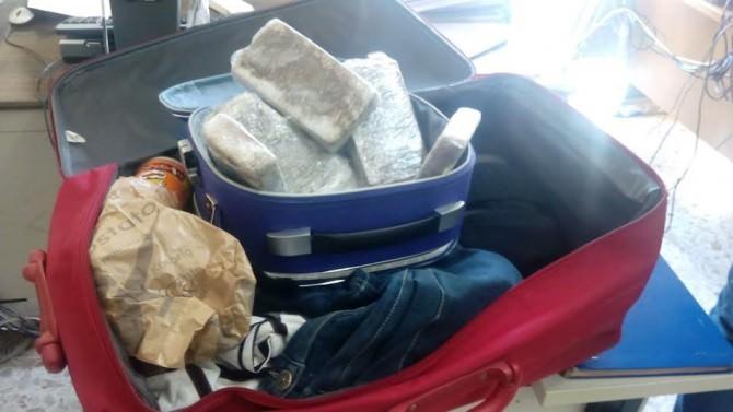 Controlli al terminal arrivi di via Archimede: sequestrata eroina in una valigia