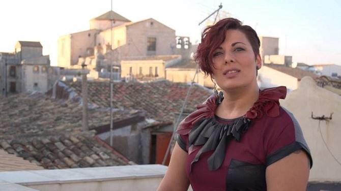 """""""Con le mie scarpe"""": il primo singolo della catanese Alessandra Rizzo"""