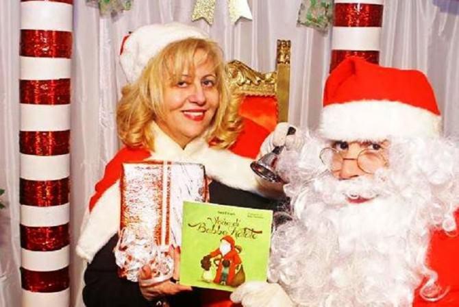 Sara Favarò con Babbo Natale e il libro Storia di Babbo Natale