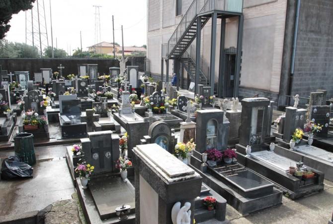 Cimitero di San Giovanni Galermo pieno e in brutte condizioni: amministrazione al lavoro